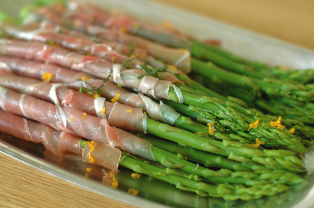 Prosciutto-Wrapped Asaparagus with Orange-Mint Dipping Sauce