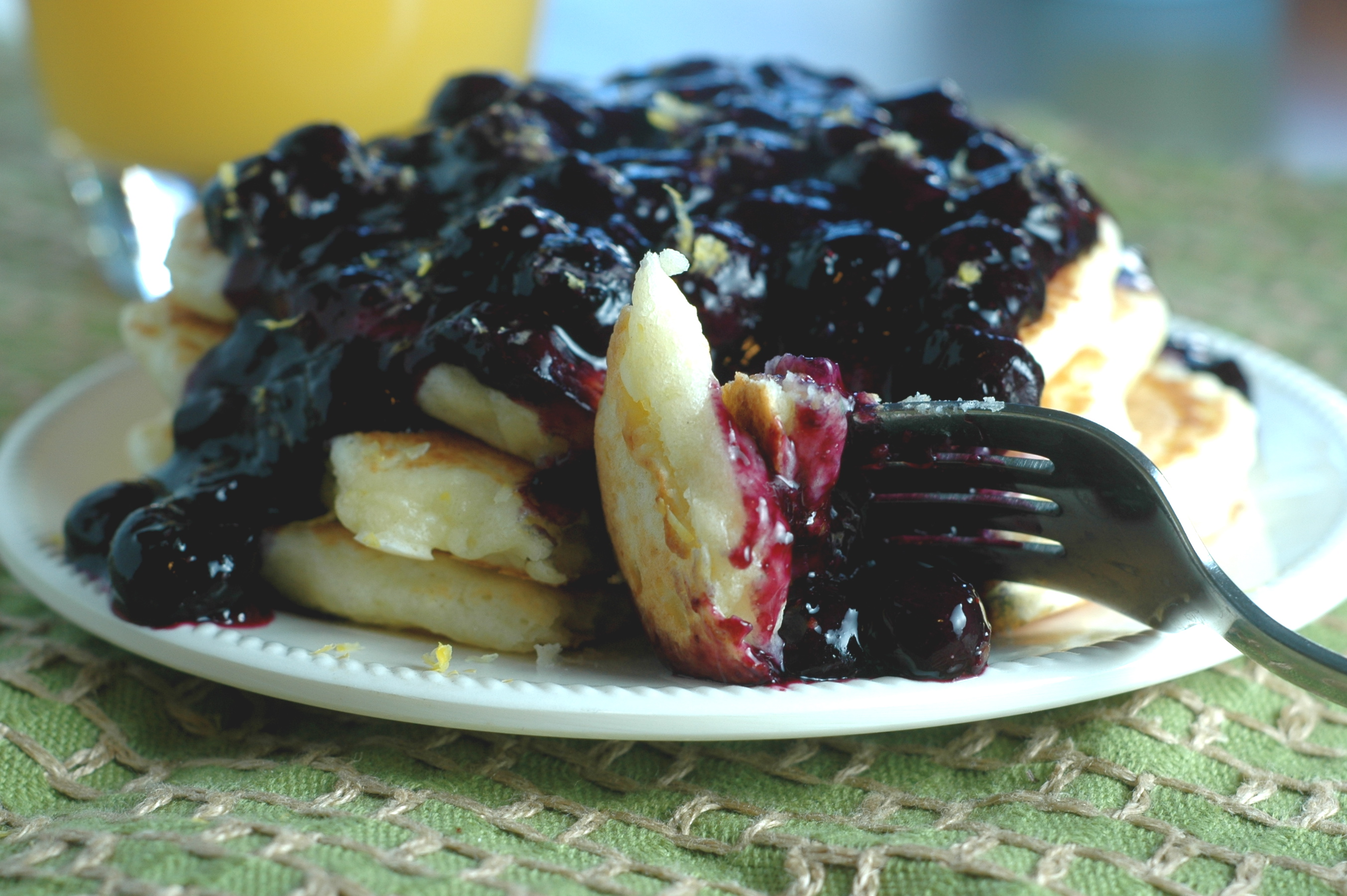 Lemon Ricotta Pancakes with Blueberry Sauce - but i'm hungry