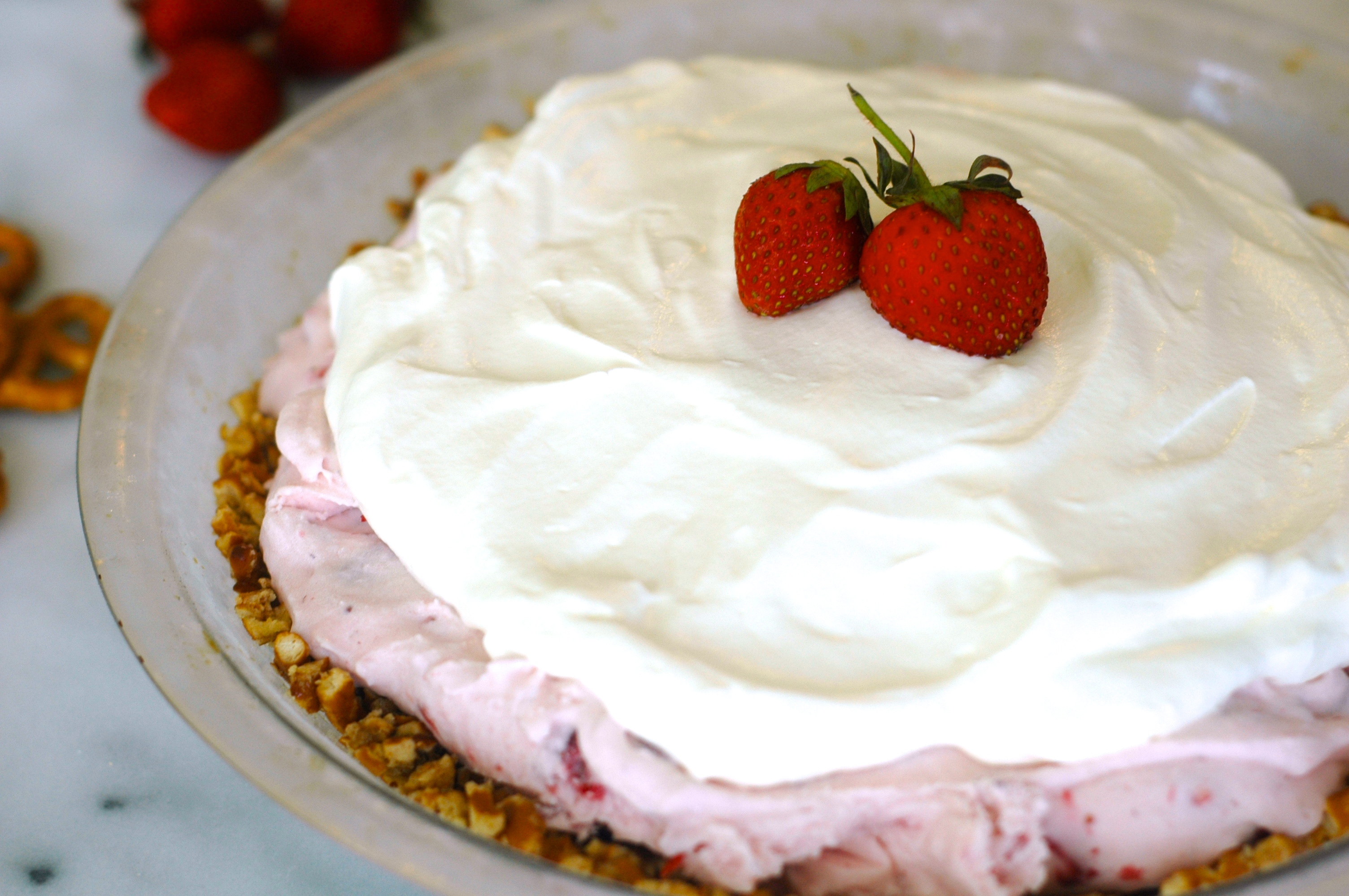 Strawberry Ice Cream Pie with Pretzel Crust - but i'm hungry