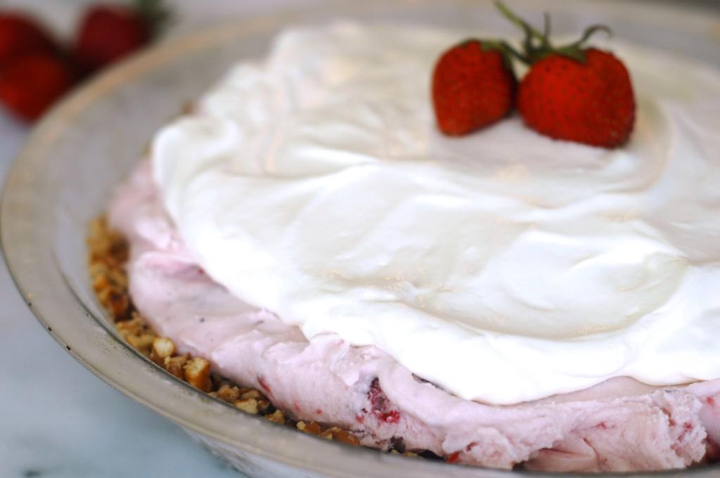 Strawberry Ice Cream Pie with Pretzel Crust - but i'm hungry