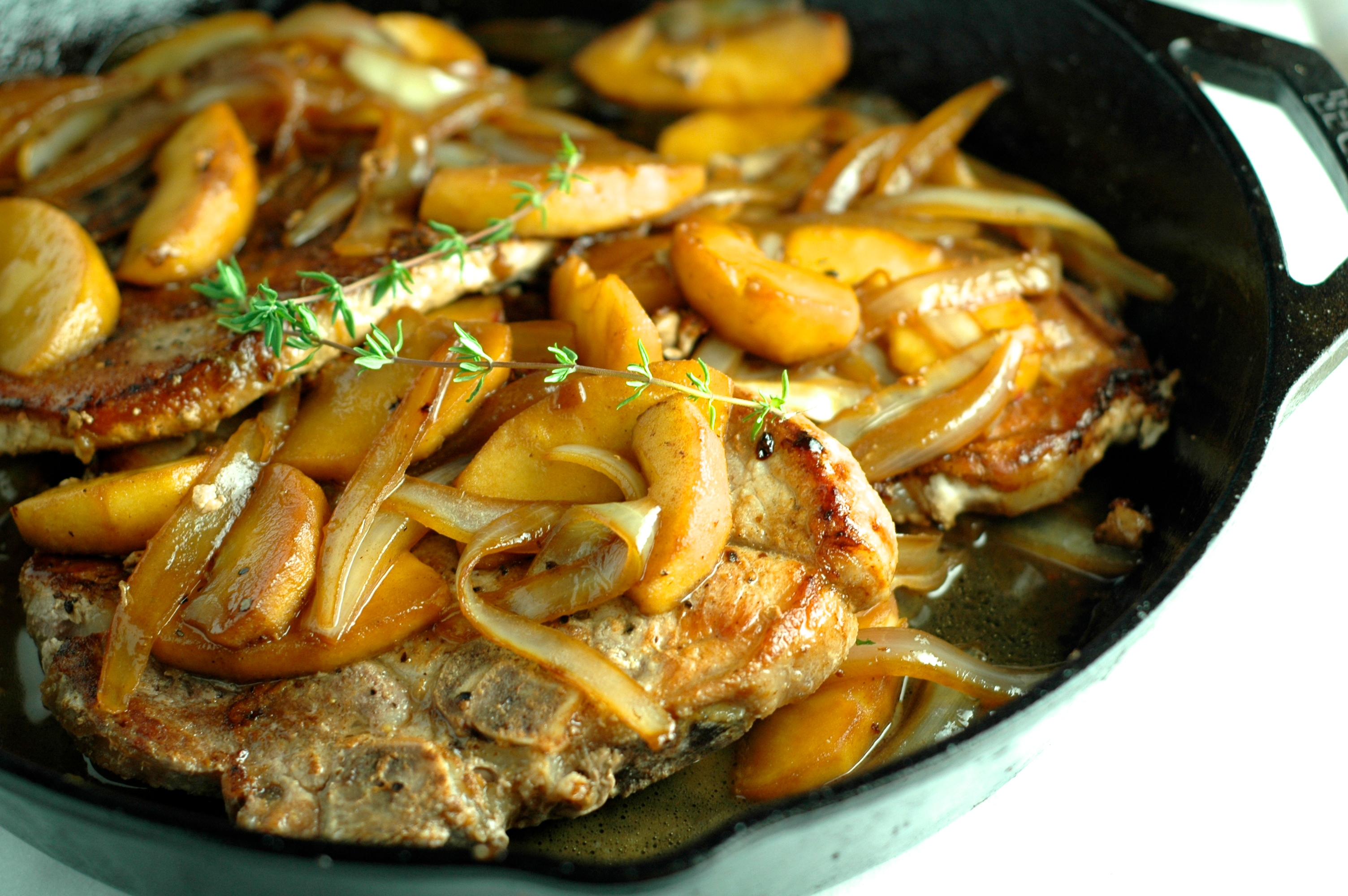 Pork Chops With Apples Onion And Thyme
